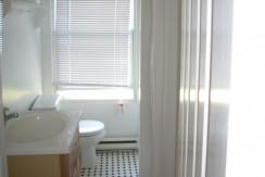 122_E._Gay_St._Carriage_House_Bathroom