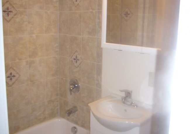 308_S._Church_St._Apt._2_bathroom