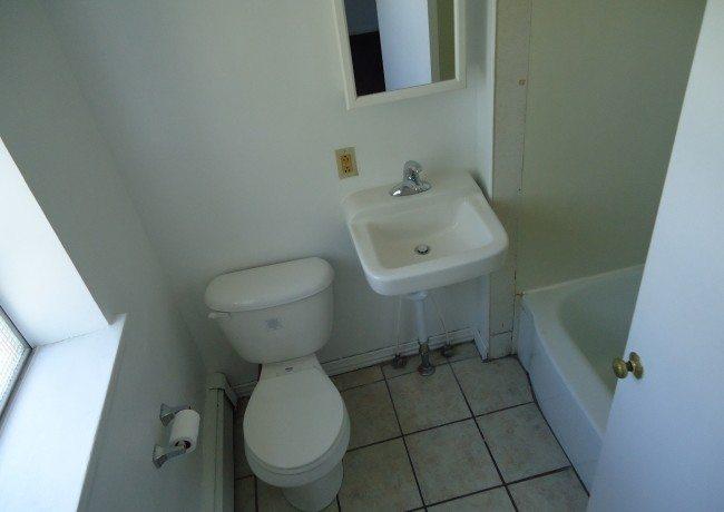 344_W._Gay_St._Apt_1_Bathroomb
