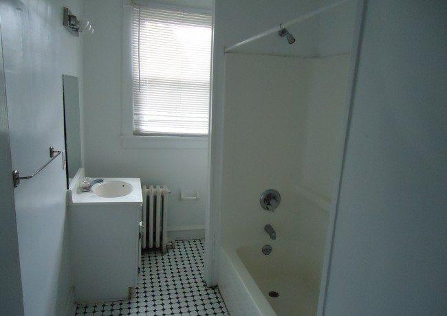 401_W._Miner_St._Apt._3_Bathroom