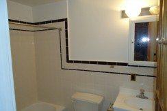 40_E._Market_St._Apt._1_Bathroom