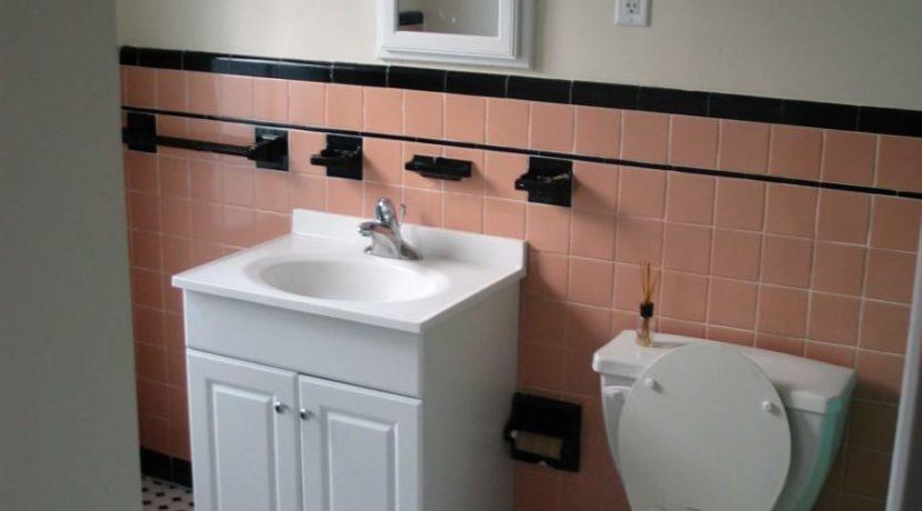 SU306-2bathroom1