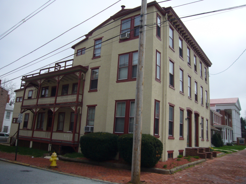 201 South High Street Apt 3- Looking for 2 Roommates