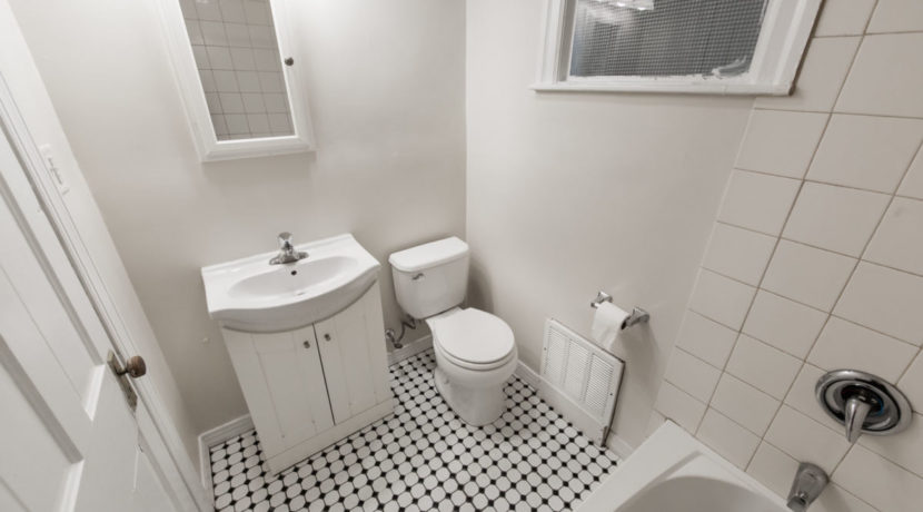 102 North New Apt #1_bathroom only_002