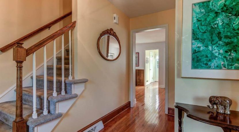 943-jefferies-bridge-road-hallway-west-chester-pa-home-for-sale-zukin-realty