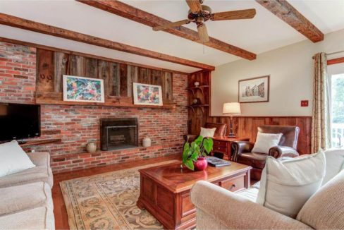943-jefferies-bridge-road-living-room-west-chester-pa-home-for-sale-zukin-realty