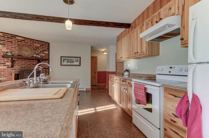 island-in-kitchen-1485-telegraph-rd-honeybrook-pa-for-sale-zukin-realty