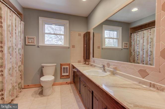 master-bath-1485-telegraph-rd-honeybrook-pa-for-sale-zukin-realty