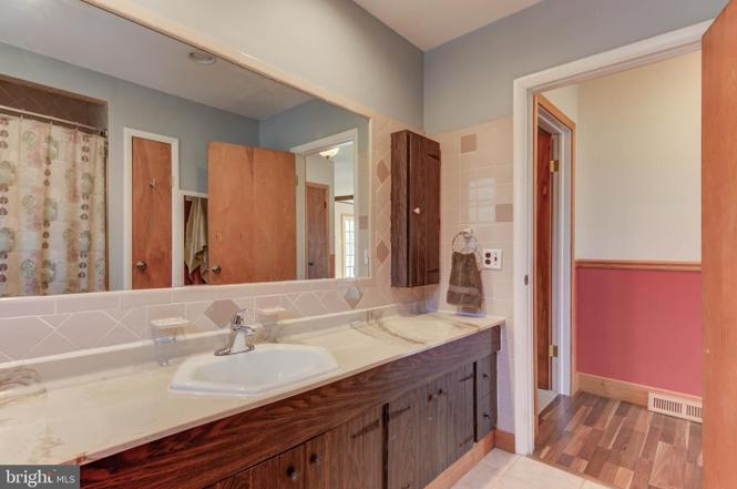 master-bath-2-1485-telegraph-rd-honeybrook-pa-for-sale-zukin-realty