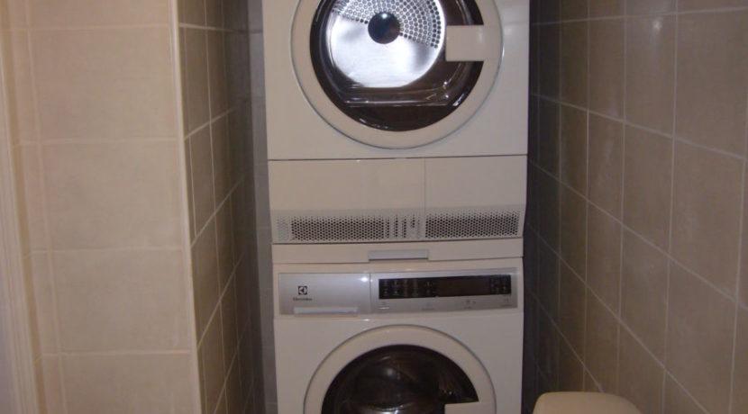 1 washer dryer