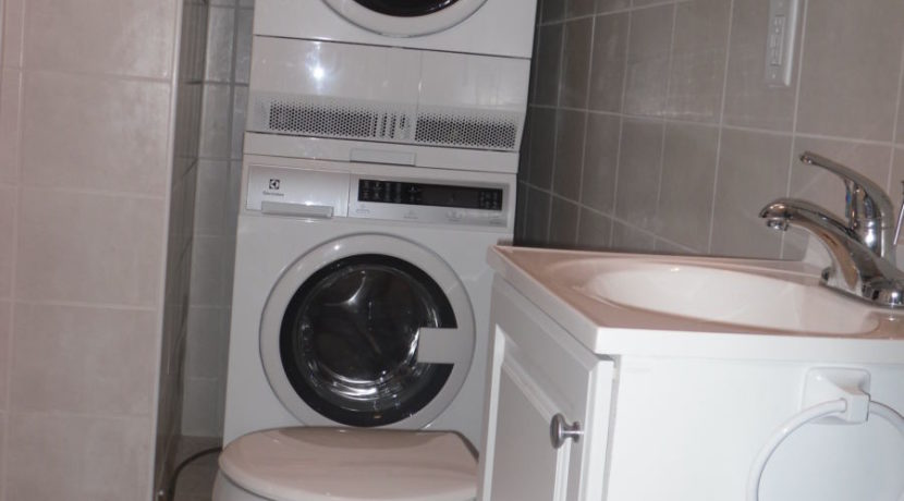 1 washer dryer bath
